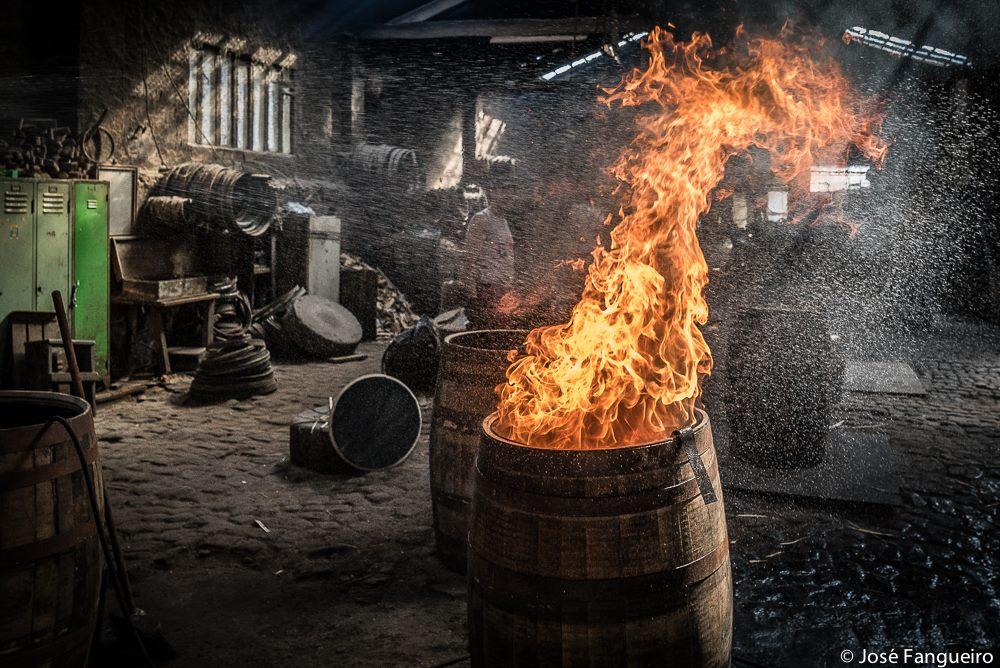 oak barrels char